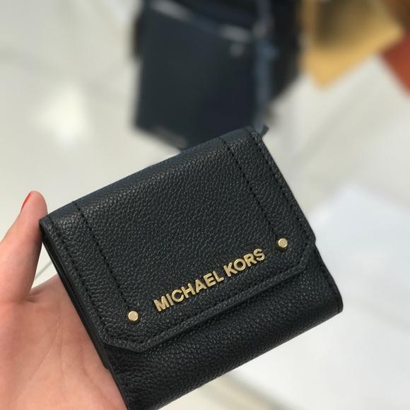 ef44b2f53b37 Michael Kors Bags | Mk Hayes Corn Case Leather Wallet | Poshmark